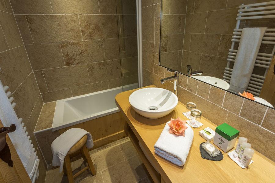 Hôtel Neige et Roc Samoëns **** salle de bain