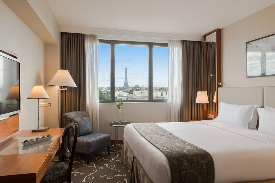 Crowne Plaza Paris - Neuilly  Chambre Business avec vue sur la Tour Eiffel