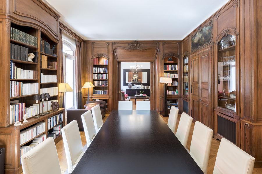La Bibliothèque Salle de Travail