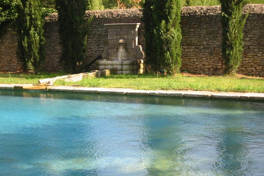 LE DOMAINE DES ESCAUNES Une piscine superbe