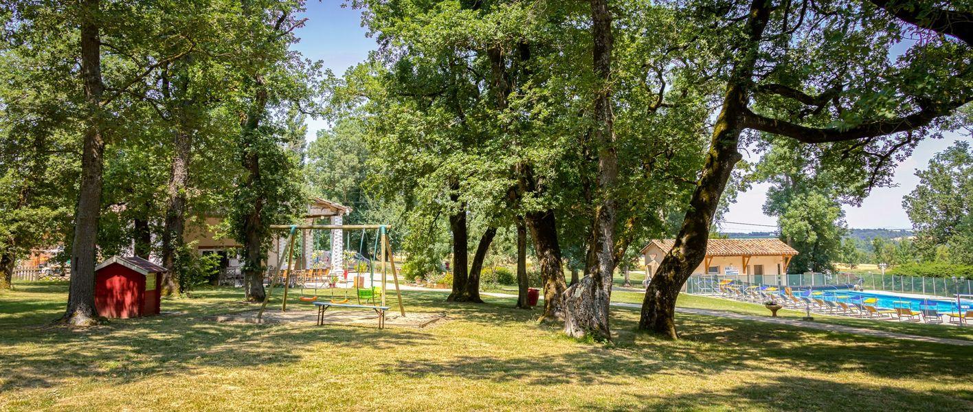 Domaine de Miraval vue sur le parc aves salle et piscine