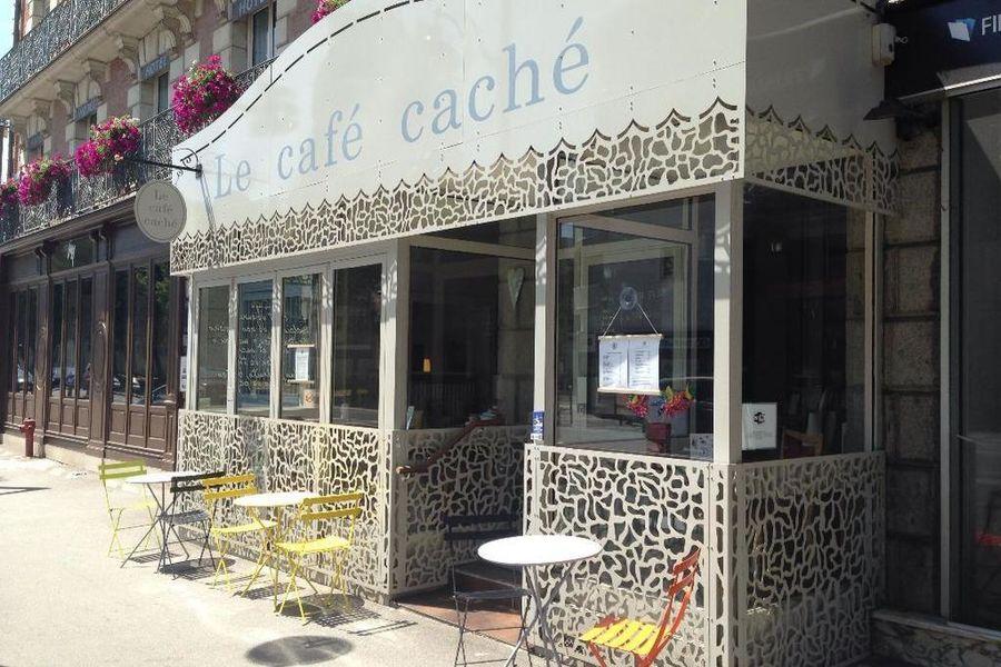 Café Caché Façade