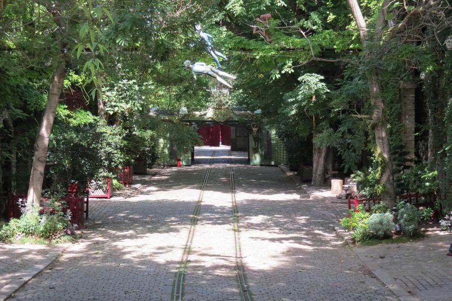 Musée des Arts Forains Rue-jardin