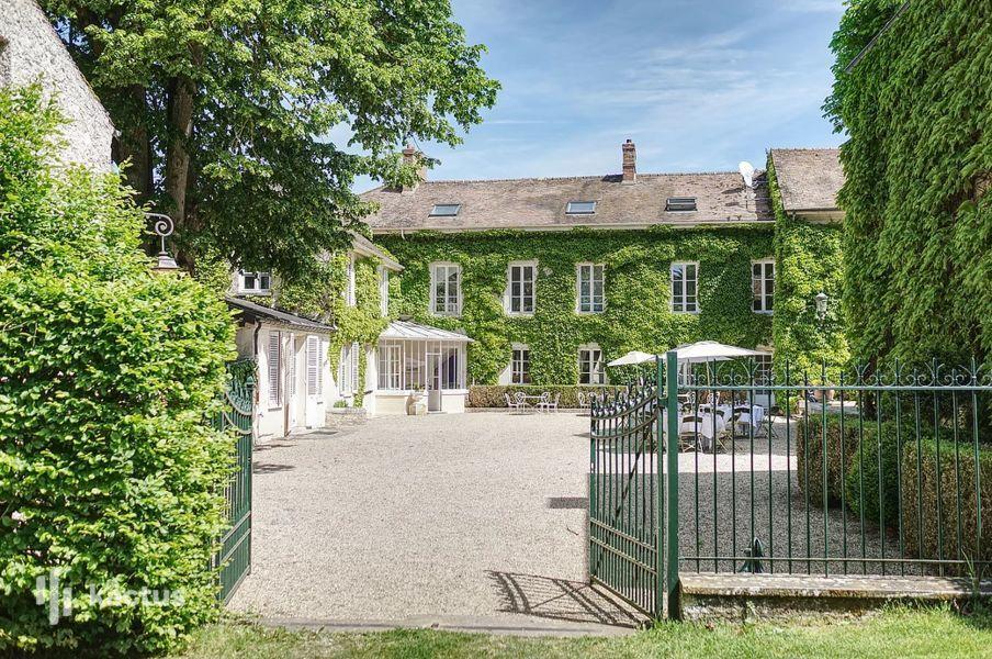 Domaine de Grand'Maisons Cour des Tilleuls