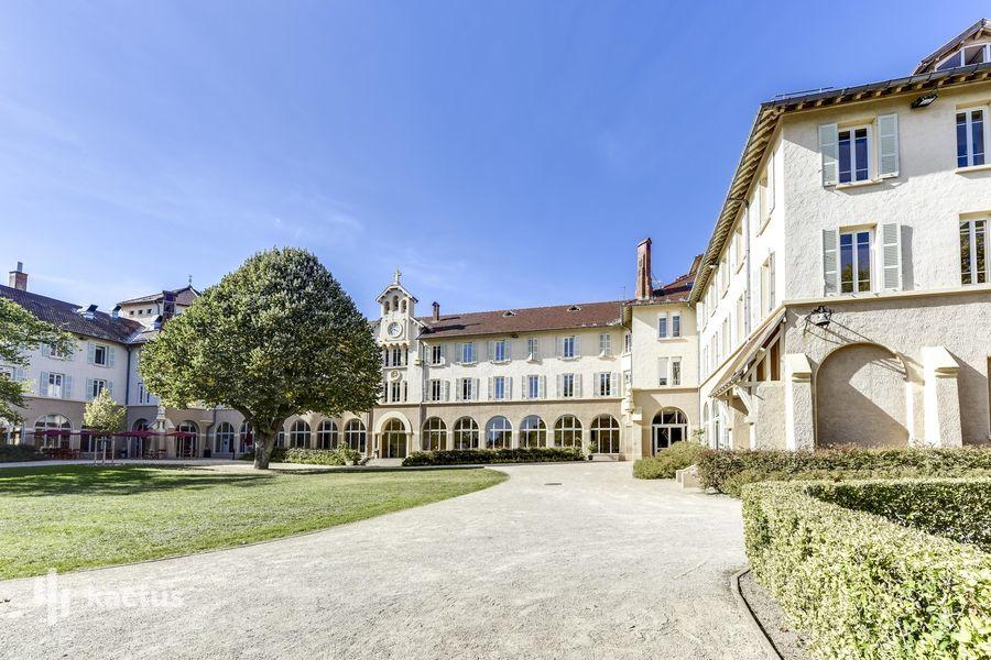 Domaine Lyon Saint Joseph Hôtel *** Façade