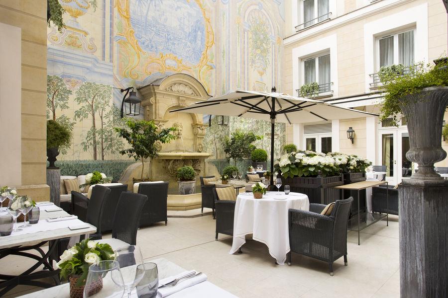 Castille Paris ***** Courtyard