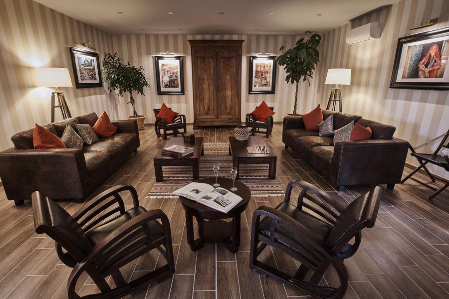 Le Fleuray Hotel & Restaurant Le Colonial Salon