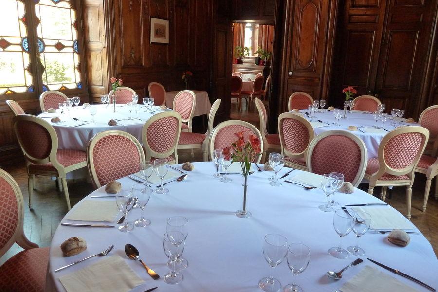Château de Maulmont Salle restaurant + salon rond (salles contiguës)
