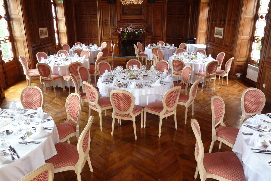 Château de Maulmont Grande Salle en banquet