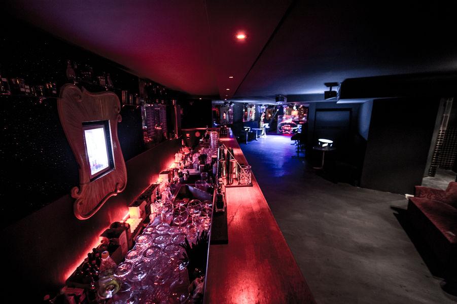 Chez Moune Bar