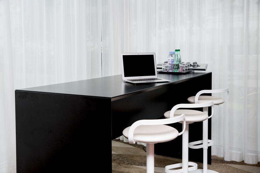 EasyWork - Mercure Paris Montmartre Sacré Cœur **** Open space/coworking table haute 6 personnes