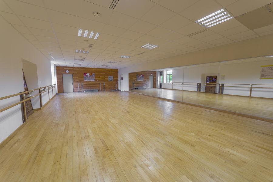 La Ruche Salle adjacente à la grande salle , peut-être louée avec.