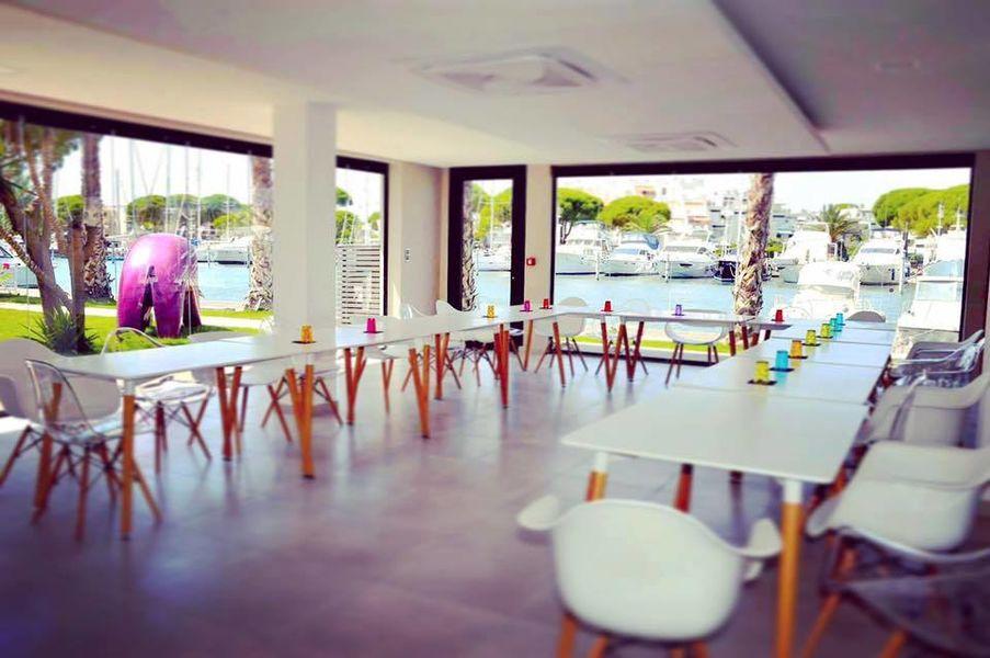 Le Spinaker Salle privée - 90 m2 - Baies vitrées rétractables - Au ras de l'eau - Quai privé