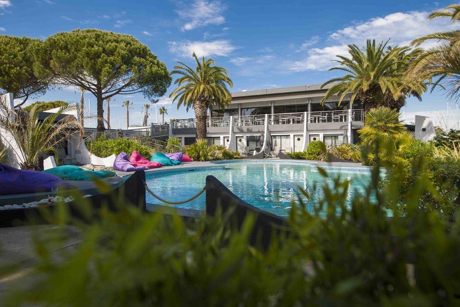 Le Spinaker Jardin de pins et de palmiers
