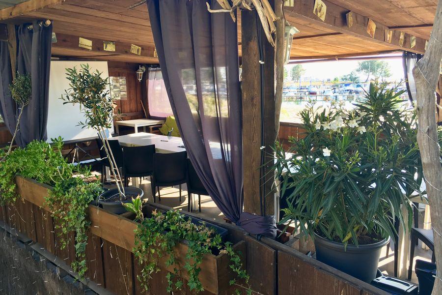 """Restaurant """"Histoires De..."""" Terrasse sur pilotis"""