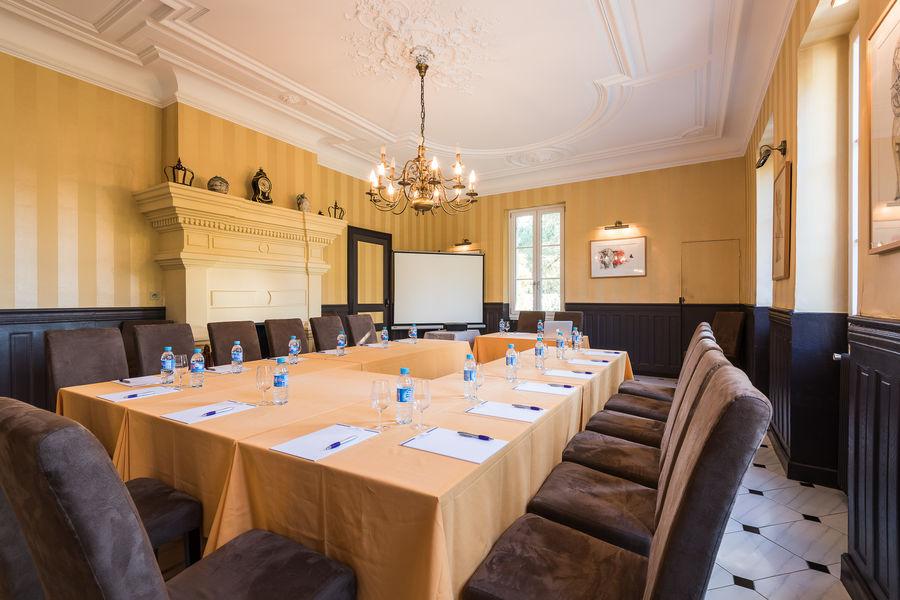 Château de Buros *** salle de seminaire