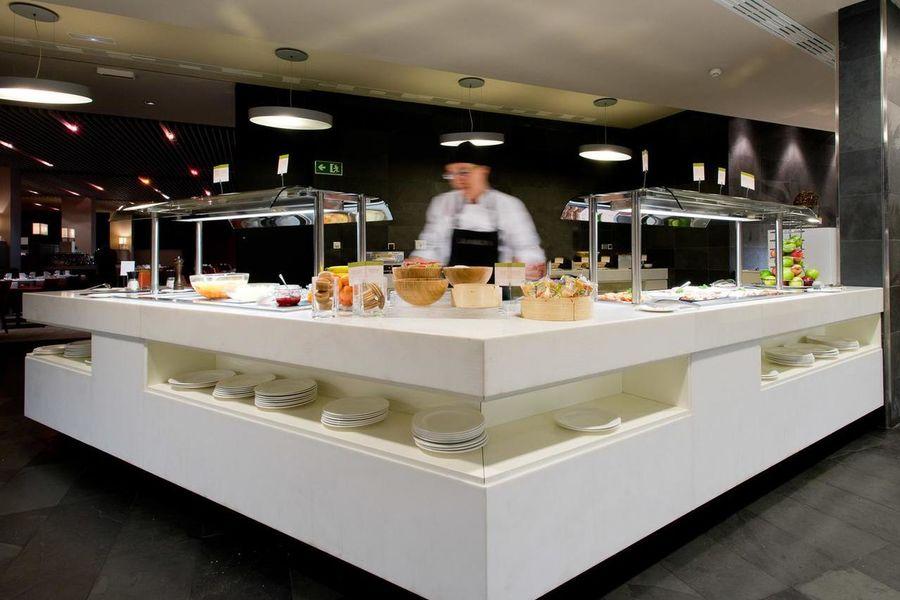 La Mola Hotel & Conference Center Bar