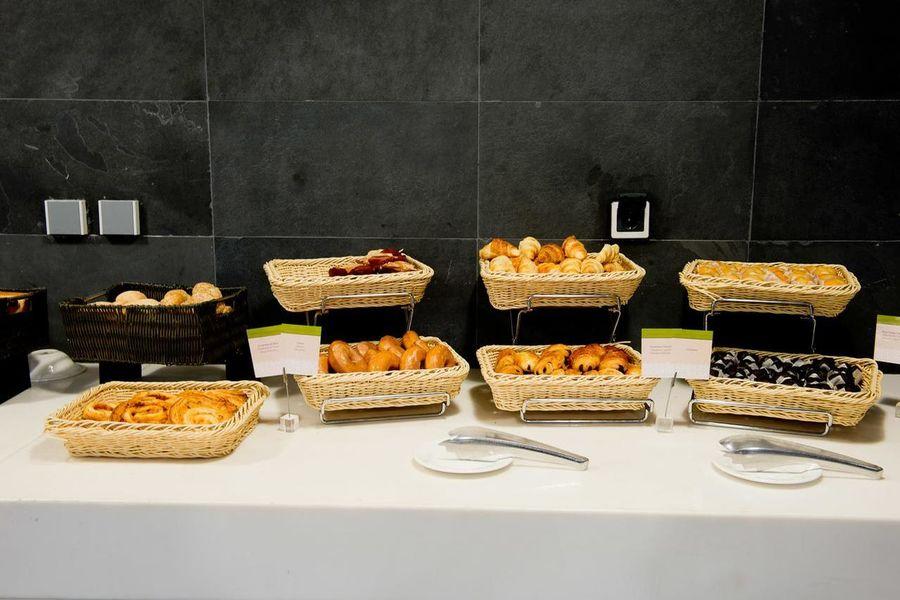 La Mola Hotel & Conference Center Buffet