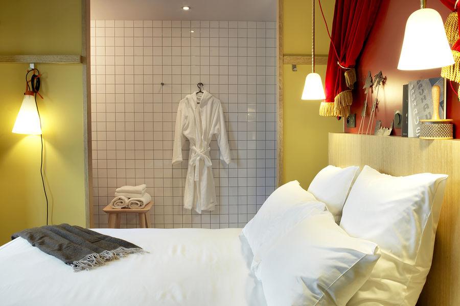 MOB HOTEL PARIS LES PUCES Chambre MOB
