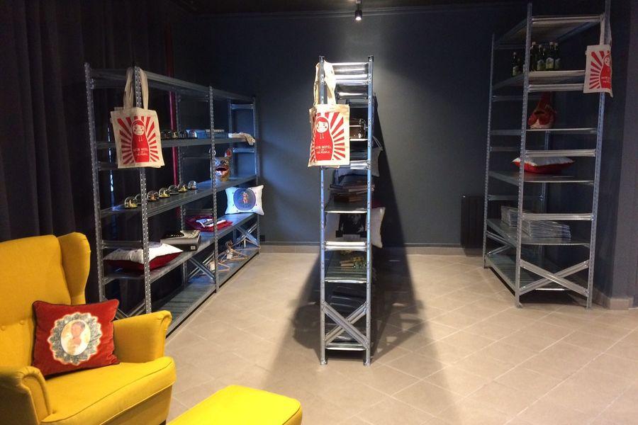 MOB HOTEL PARIS LES PUCES Le Bazaar