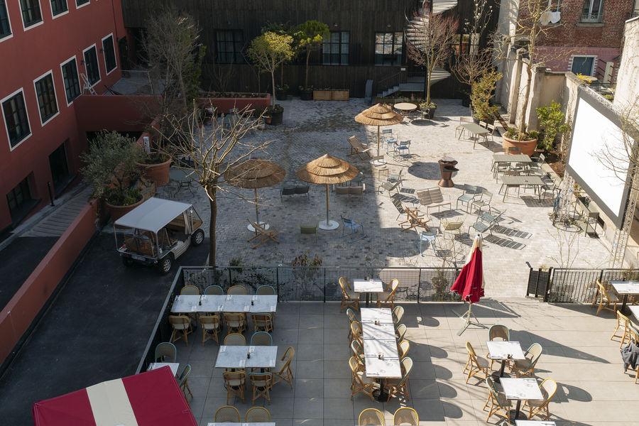MOB HOTEL PARIS LES PUCES Le Jardin