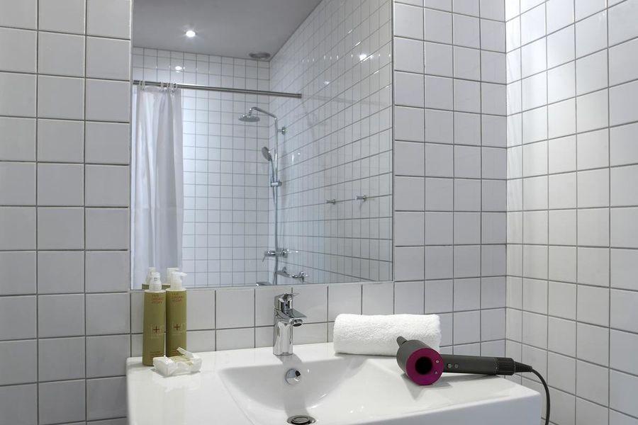 Mob Hôtel - Paris les Puces Salle de bain