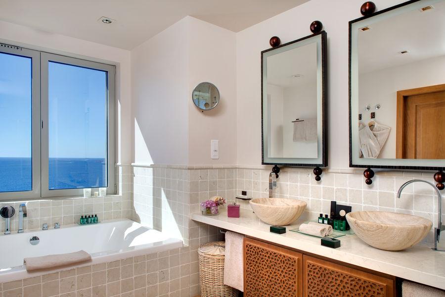 Tiara Yaktsa Côte d'Azur ***** Salle de bain Penthouse