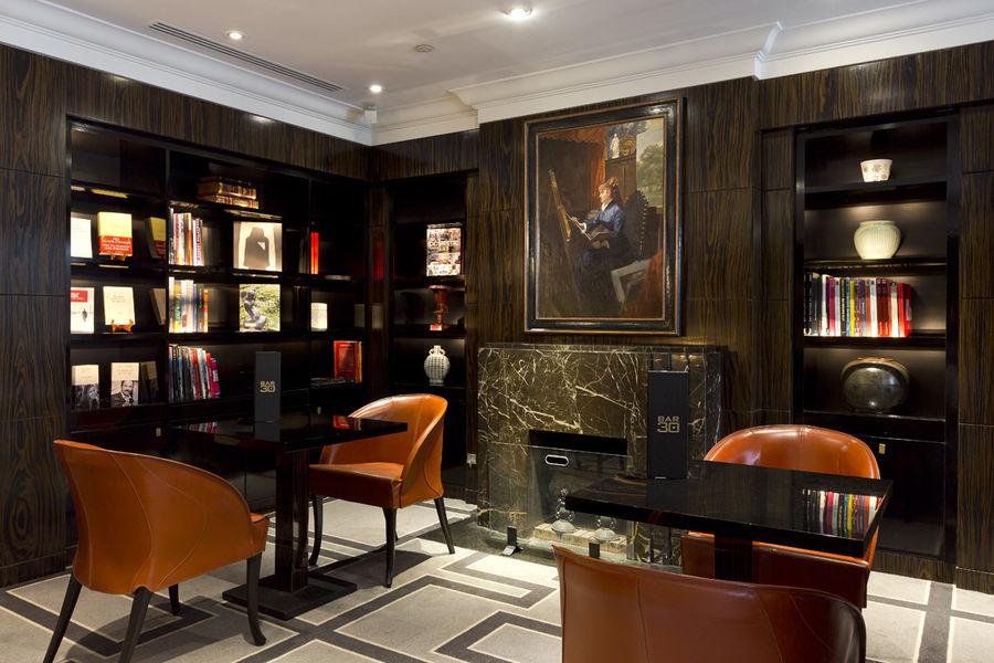 Sofitel Paris Le Faubourg ***** Bibliothèque ouverte sur le lobby