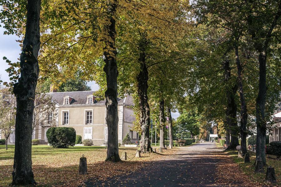 Mercure Paris Sud Parc du Coudray **** Allée principale de l'Hôtel