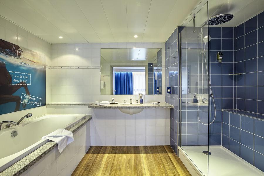 Royal Mercure Fontainebleau **** Salle de bain