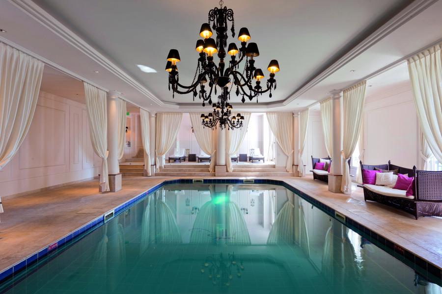 Tiara Château Hôtel Mont Royal ***** Piscine intérieure chauffée
