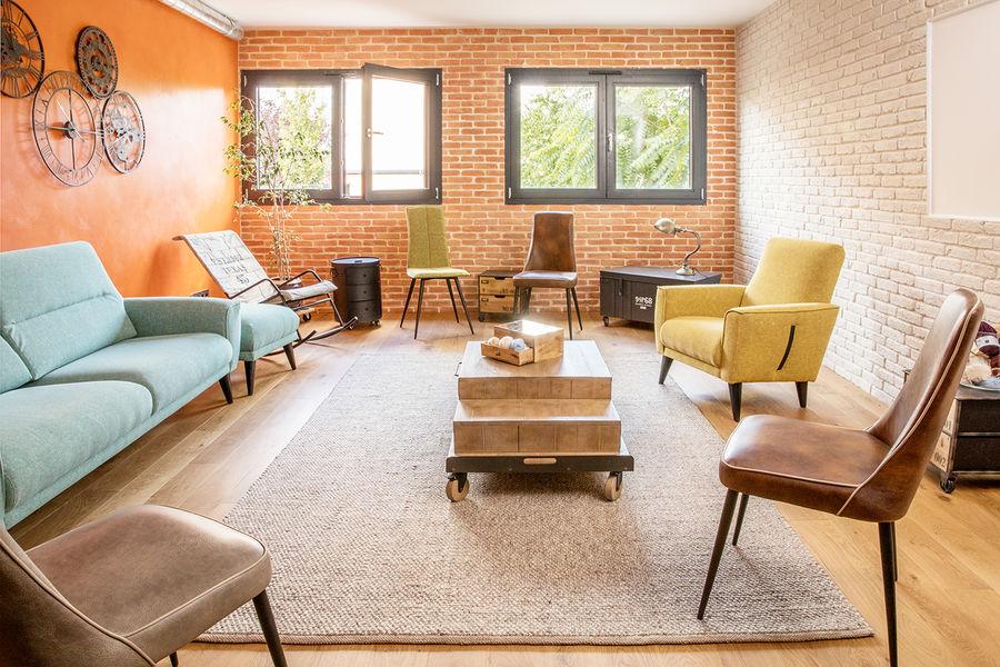 La Filature Le Salon, espace convivial et confortable. Parfait pour conclure une journée d'équipe.
