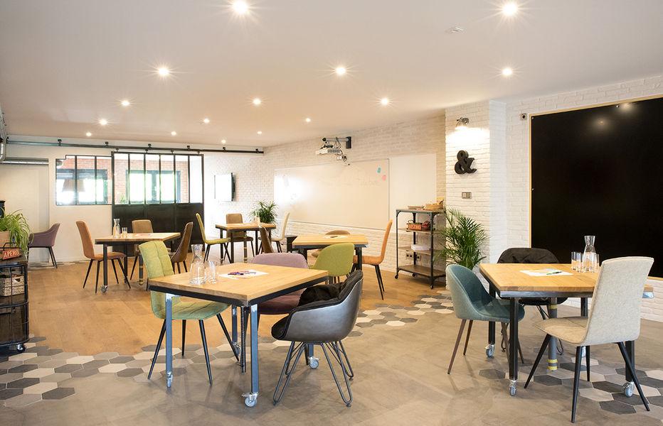 La Filature Parcours type Meetup, configuration des tables en îlot, position basse.