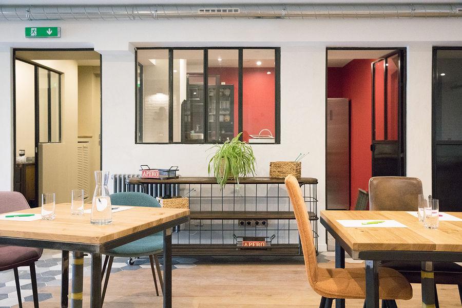 La Filature De l'atelier, accès à la cuisine pour le café, thé, jus, encas.
