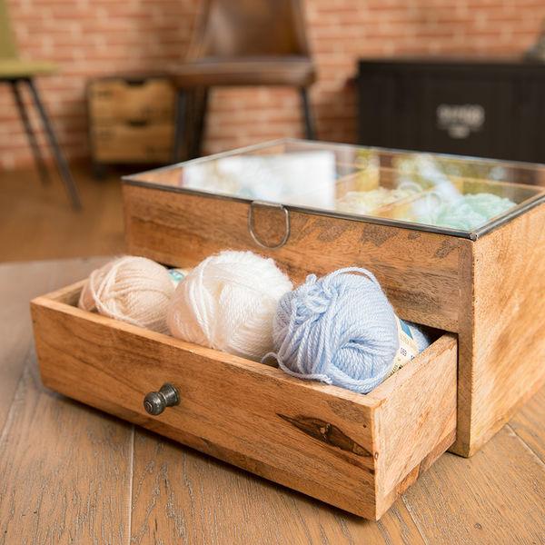 La Filature La Filature occupe la place d'un ancien atelier de confection textile du début du XXème siècle.