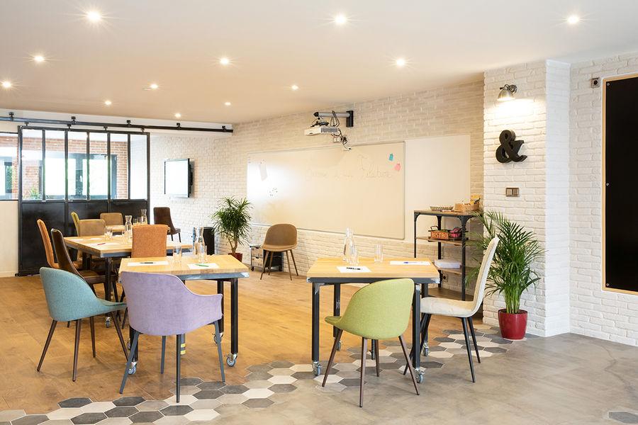 La Filature Configuration de l'espace de travail en îlot, idéal pour des groupes de 10 à 16 personnes.