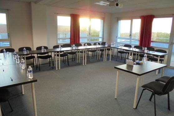Salle de réunion donnant sur terrasse privative de 50 m² avec vue panoramique