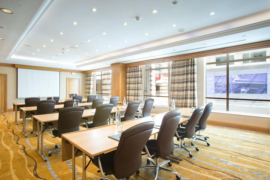 Hilton Paris Charles de Gaulle Airport **** Meeting Room
