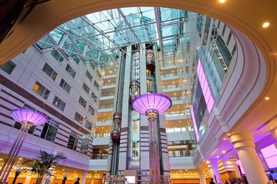 Hilton Paris Charles de Gaulle Airport **** Atrium