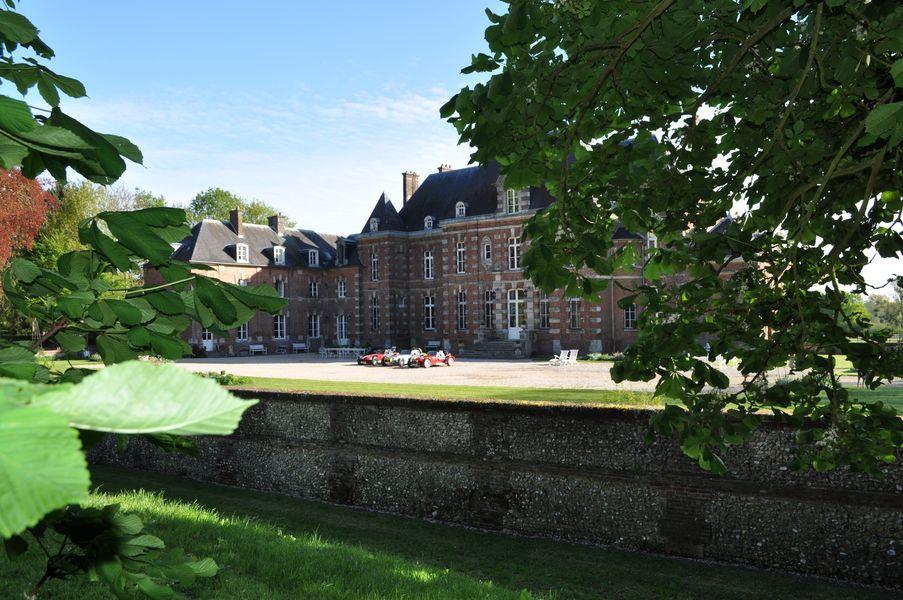 Château d'Auteuil  Cour d'honneur, élégance automobile