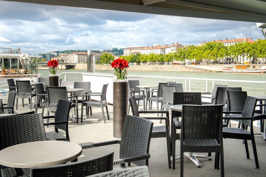 Lyon City Boat - Bateau Restaurant Hermès Cocktail en terrasse