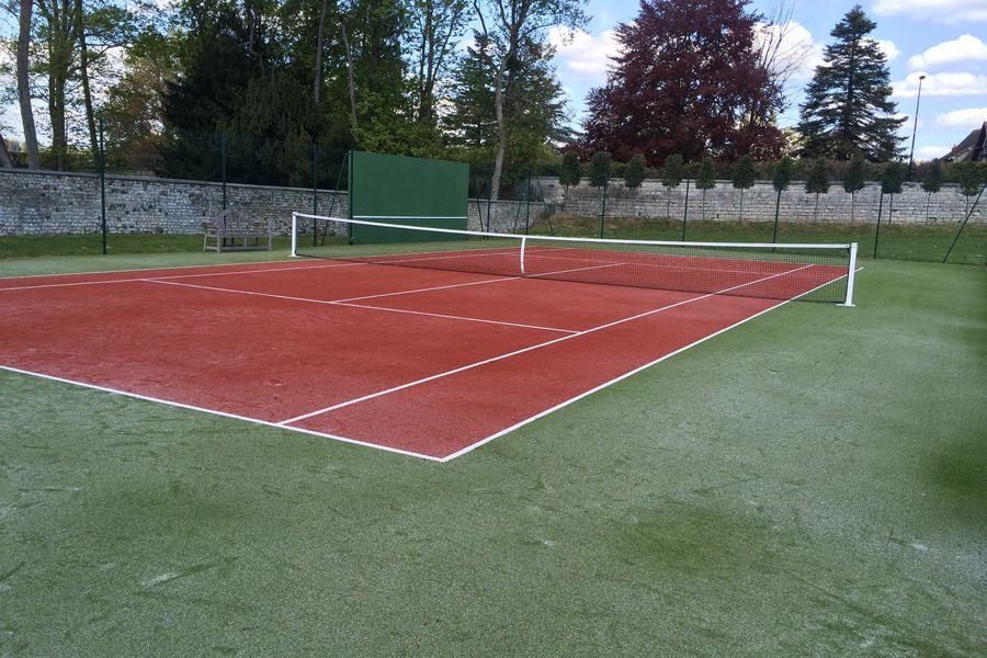 Château d'Andé Le Terrain de Tennis