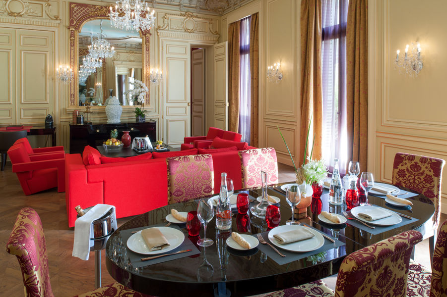 Buddha-bar Hôtel Paris ***** Grande Suite Historique - Espace salon de réception