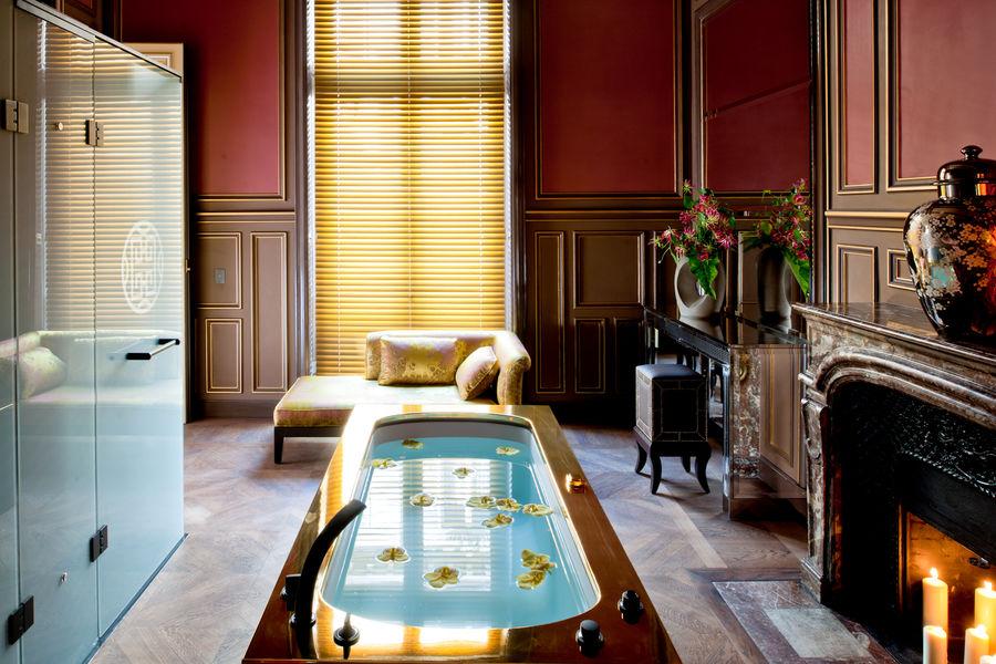 Buddha-bar Hôtel Paris ***** Espace bain dans notre grande Suite Historique
