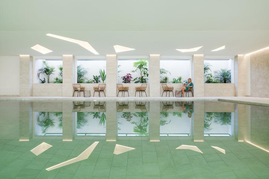 Les Îles Paul Ricard - Hôtel Hélios Embiez **** Piscine intérieure chauffée de l'HélioSpa