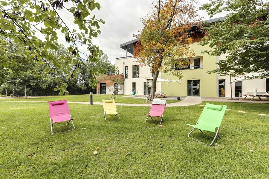 Meeting Business Center Solution Aux beaux jours, profitez d'une pause café dans notre parc !