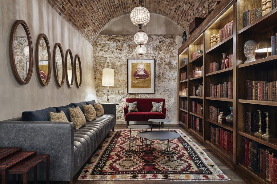 The Hoxton Le Lounge