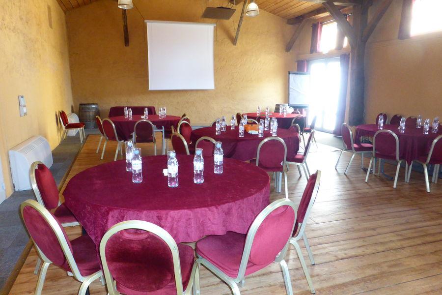Le Domaine Du Gouverneur **** salle des etangs en cabaret