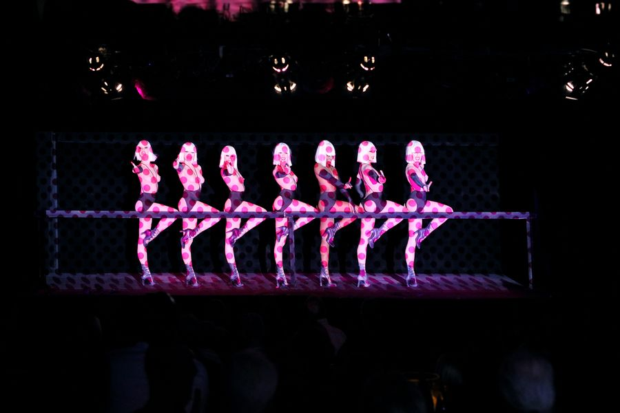 Crazy Horse Paris Tableau Baby Buns - Spectacle Totally Crazy