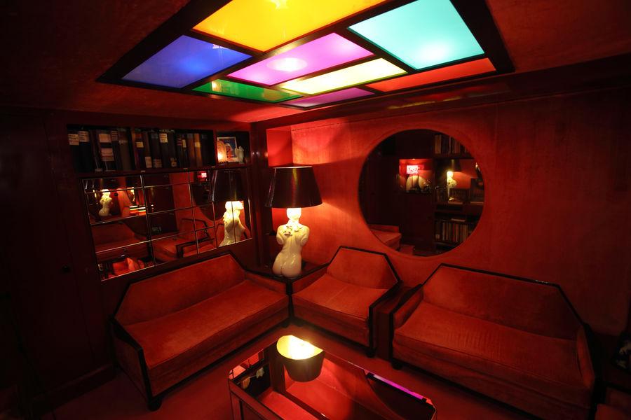 Crazy Horse Paris Salon Bernardin (coeur des coulisses du Crazy)
